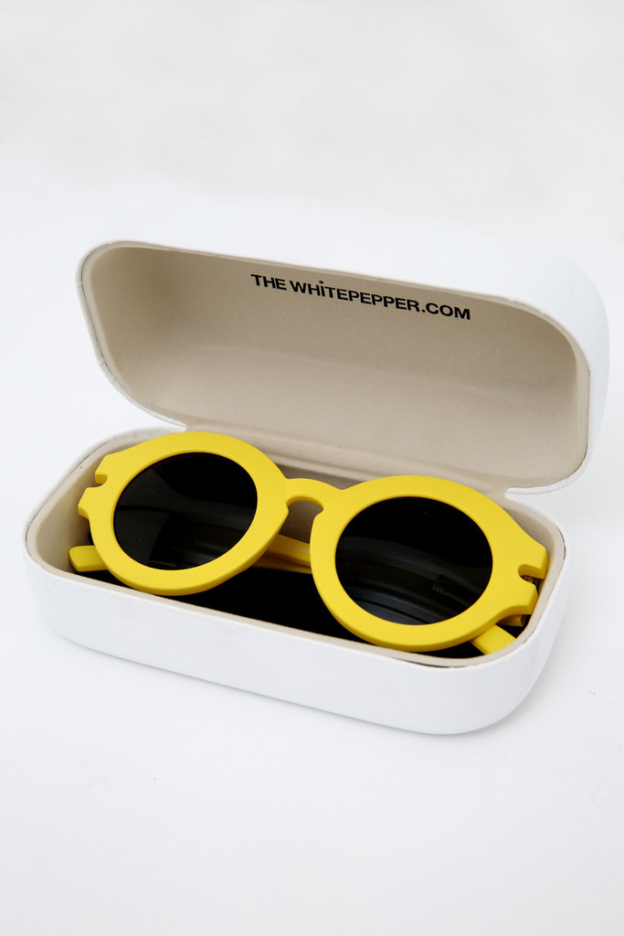 Vintage-Style-Yellow-Round-Sunglasses-9_1024x1024