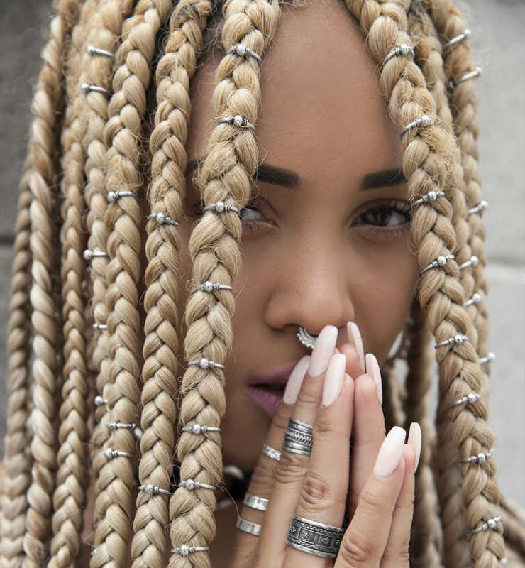 box-braid-jewelry-blond-long