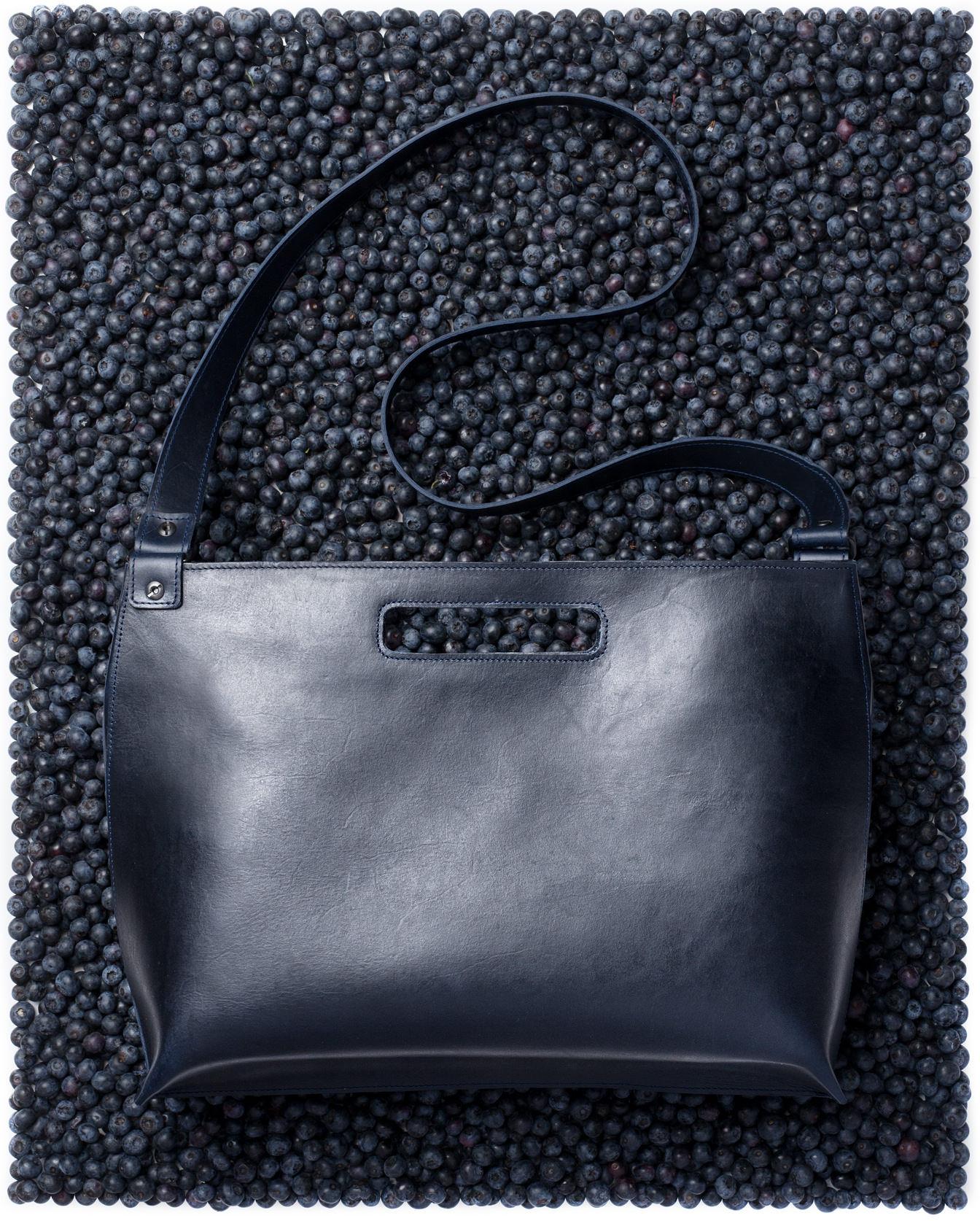 Stella_Soomlais_bluberry_leather_handbag_photo_Altrov_